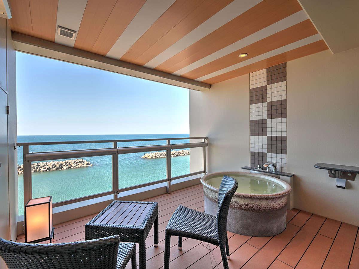 全室オーシャンビュー、全室に温泉露天風呂付。海一望絶景を眺めながらの完全個室温泉です。