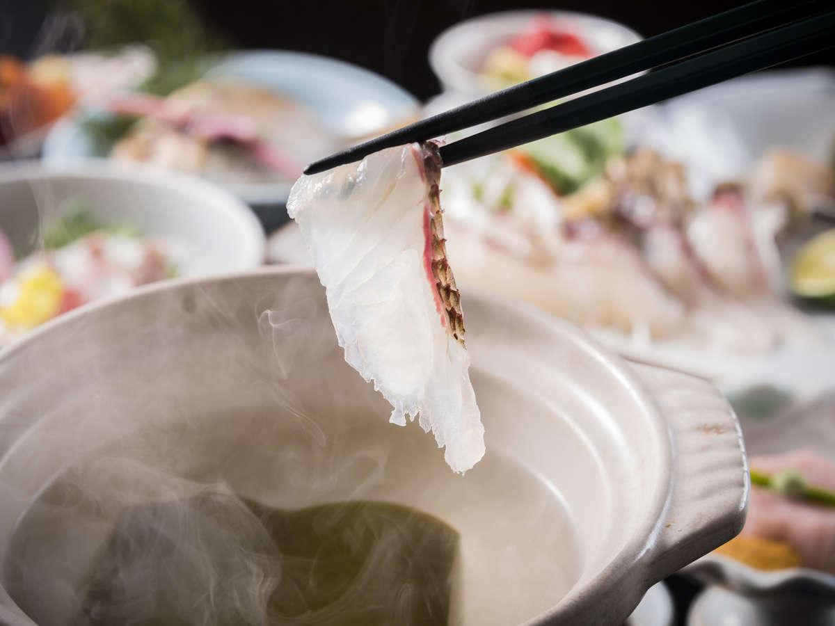 旬の鯛を出汁にさっとくぐらせて味わう鯛しゃぶ。