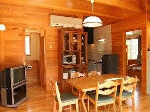 広々コテージにはキッチンなどの調理機器が揃い快適な時間を過ごすことが出来ます。