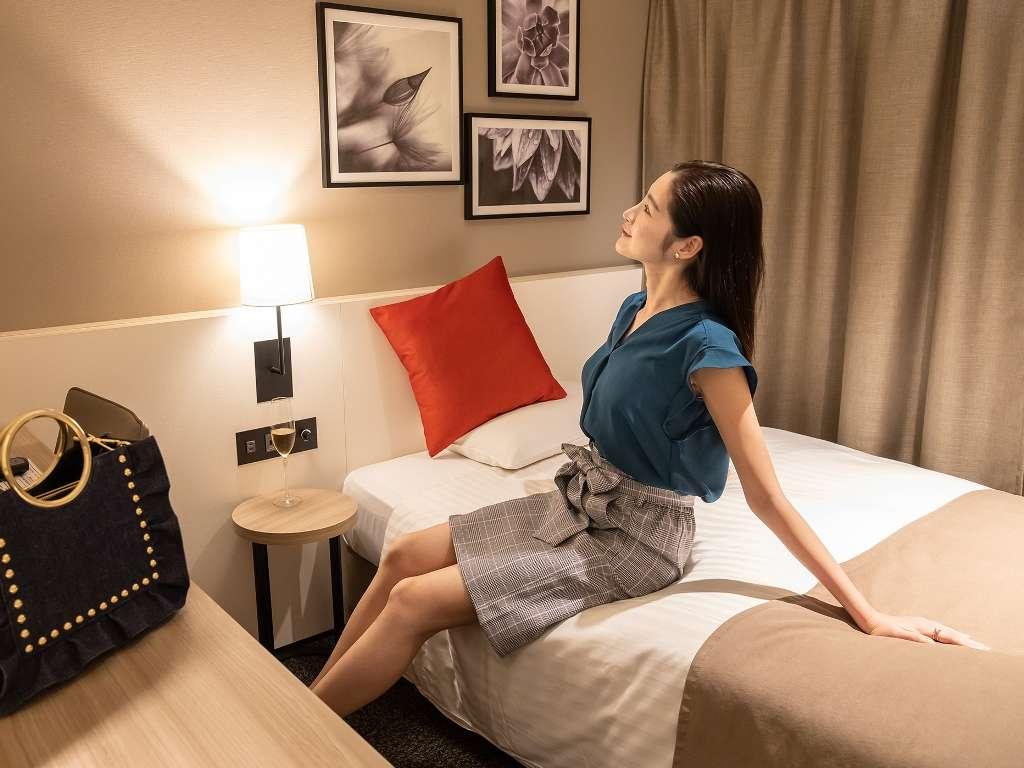スーペリアシングルルーム(9階)は、女性のお客様にホッと寛いでいただける空間を目指しました。