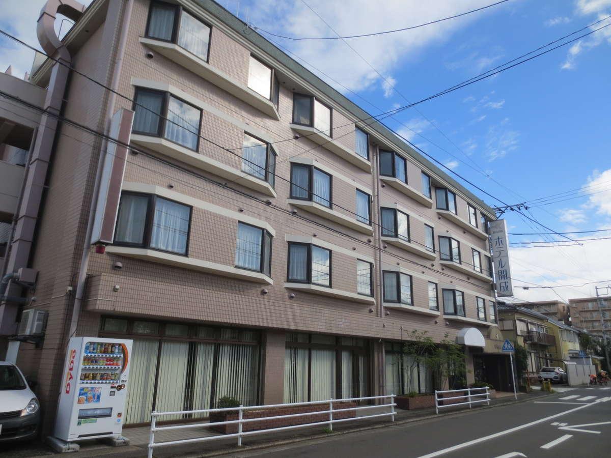 小田急線開成駅から徒歩5分。閑静な場所にございます。