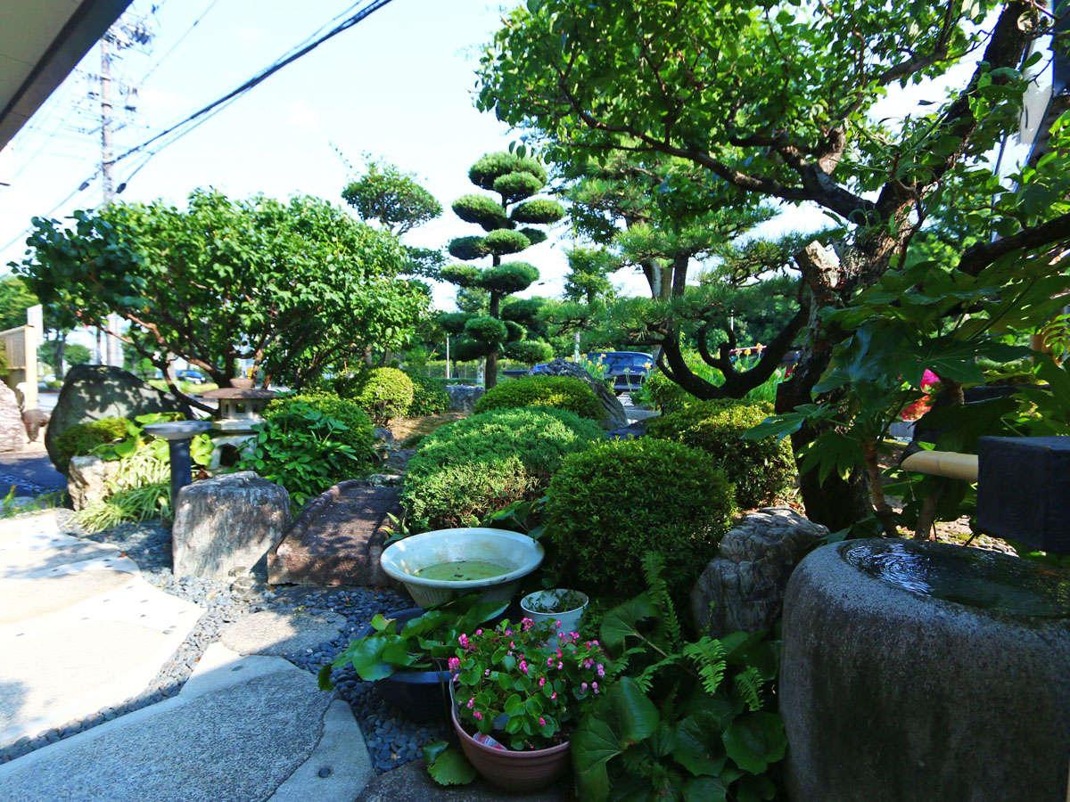 四季折々の表情を魅せる日本庭園がお出迎えいたします
