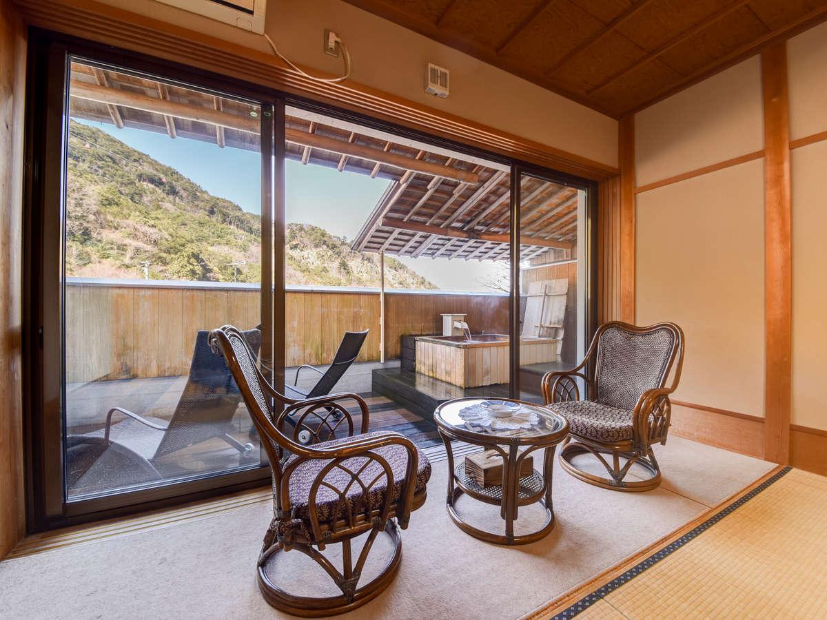 【*露天風呂付客室】御在所山を眺めながら、癒しのひとときをお過ごしください。