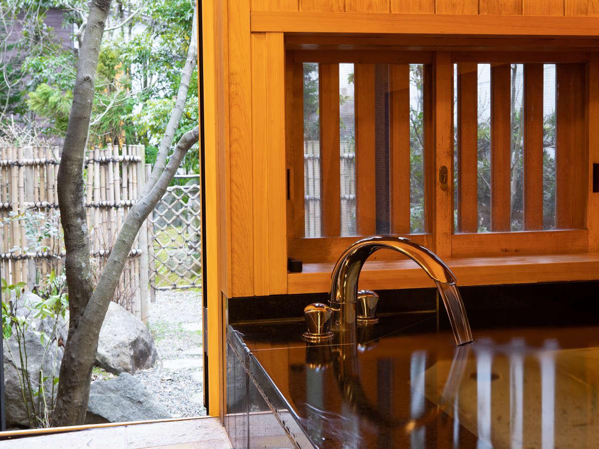 浴室からは中庭の眺めも良♪