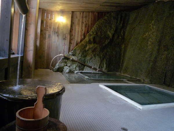 【千年の湯 岩風呂】会津藩主松平家ゆかりの天然岩風呂。古くは会津藩主別荘、歴史刻む自噴源泉。