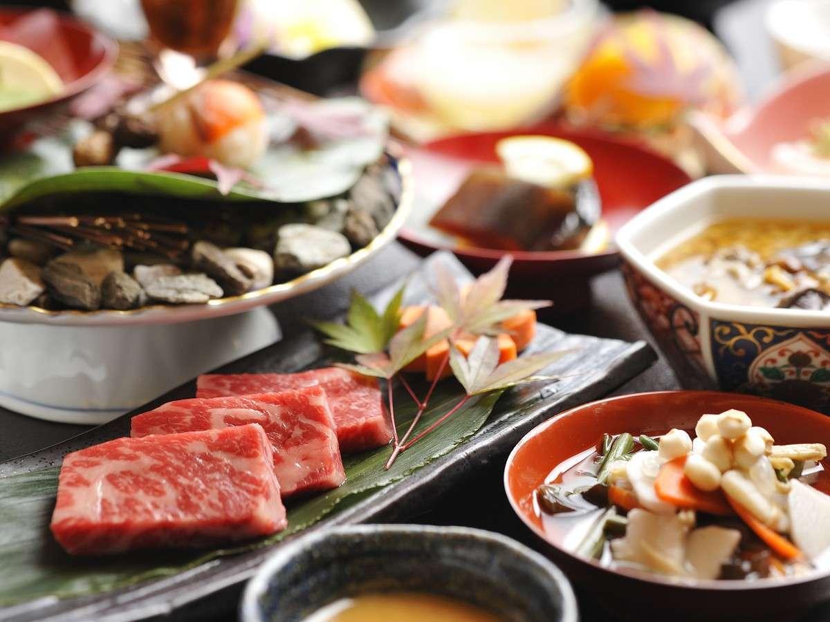 夕食は創作会津郷土料理膳をご用意。会津の素材・旬の素材で郷土料理を現代風にアレンジしました。