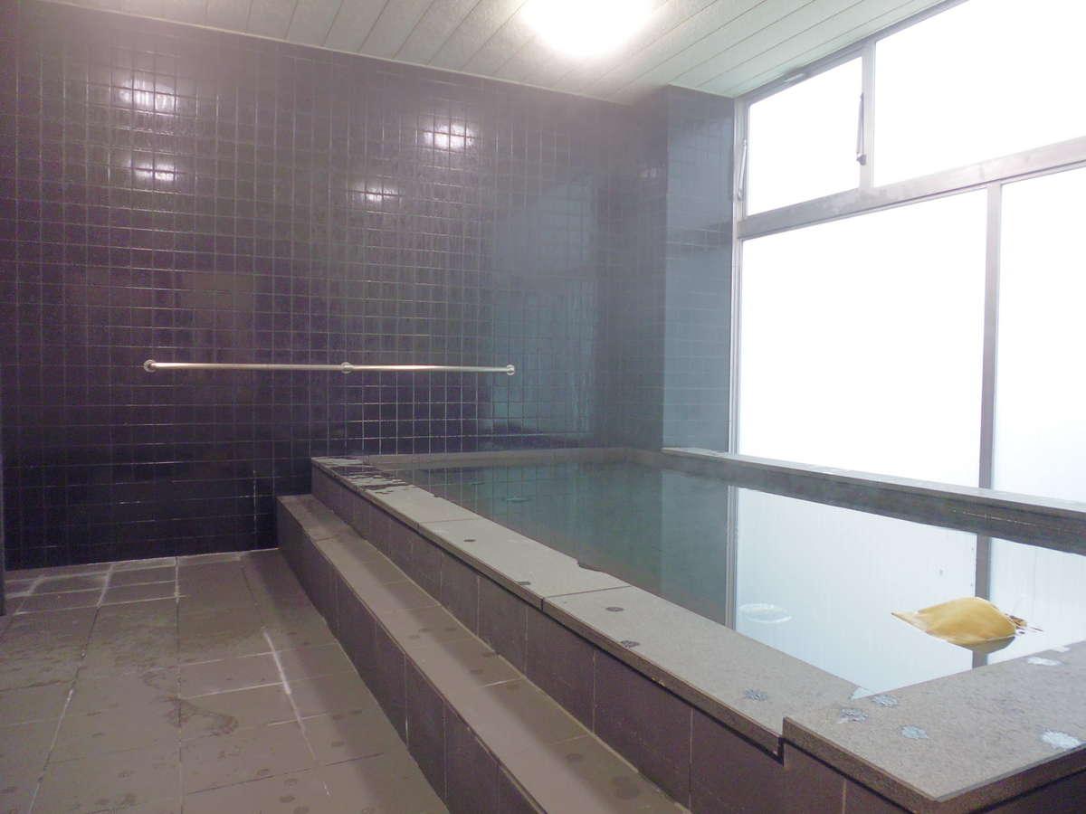 備長炭使用の大浴場♪【男性専用】一日の疲れを癒してくれる大浴場をお楽しみください。