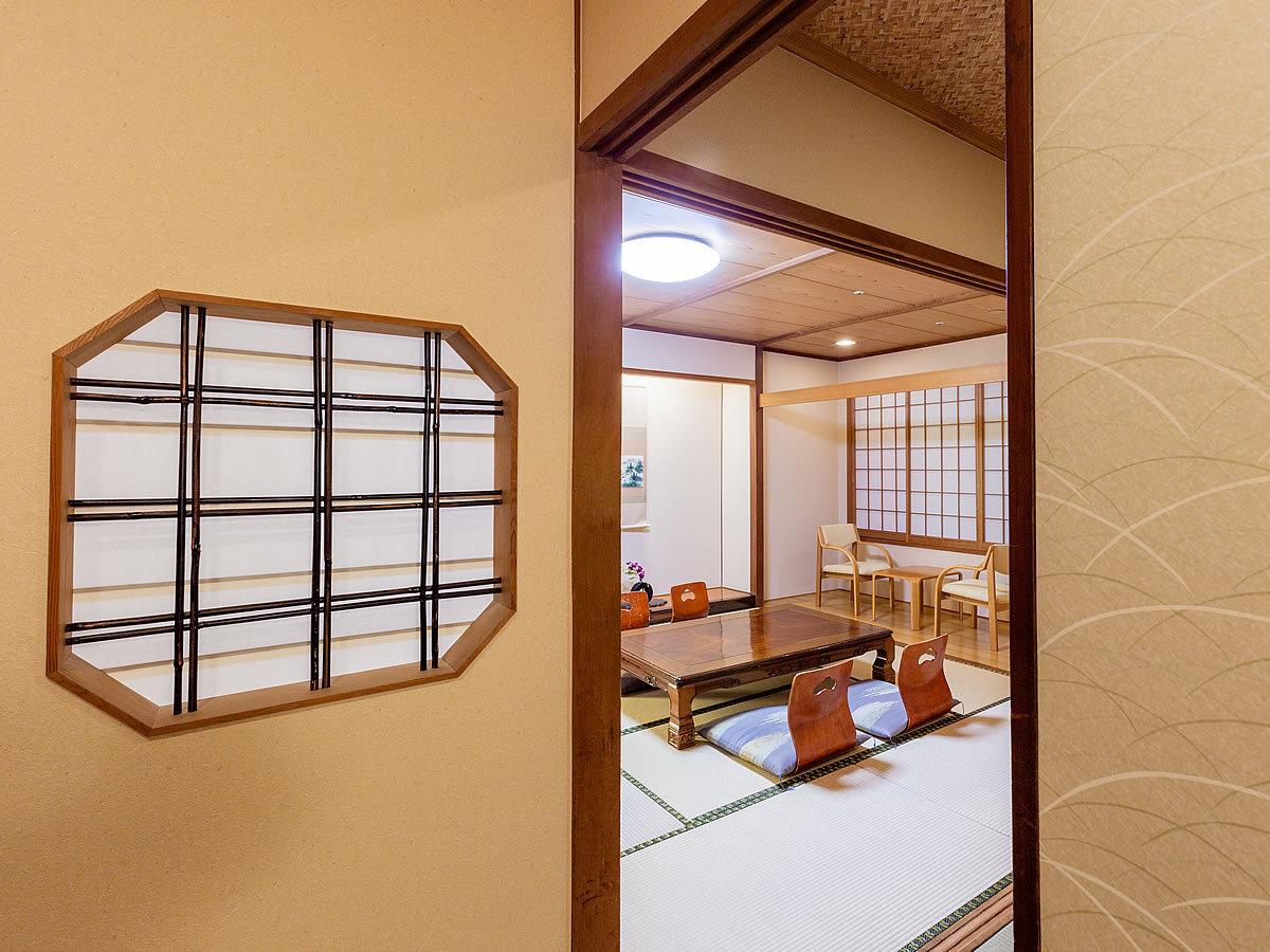 ■【東館・和室10帖 入口】和室10畳で、ゆったりとおくつろぎ頂けるおすすめのお部屋です。