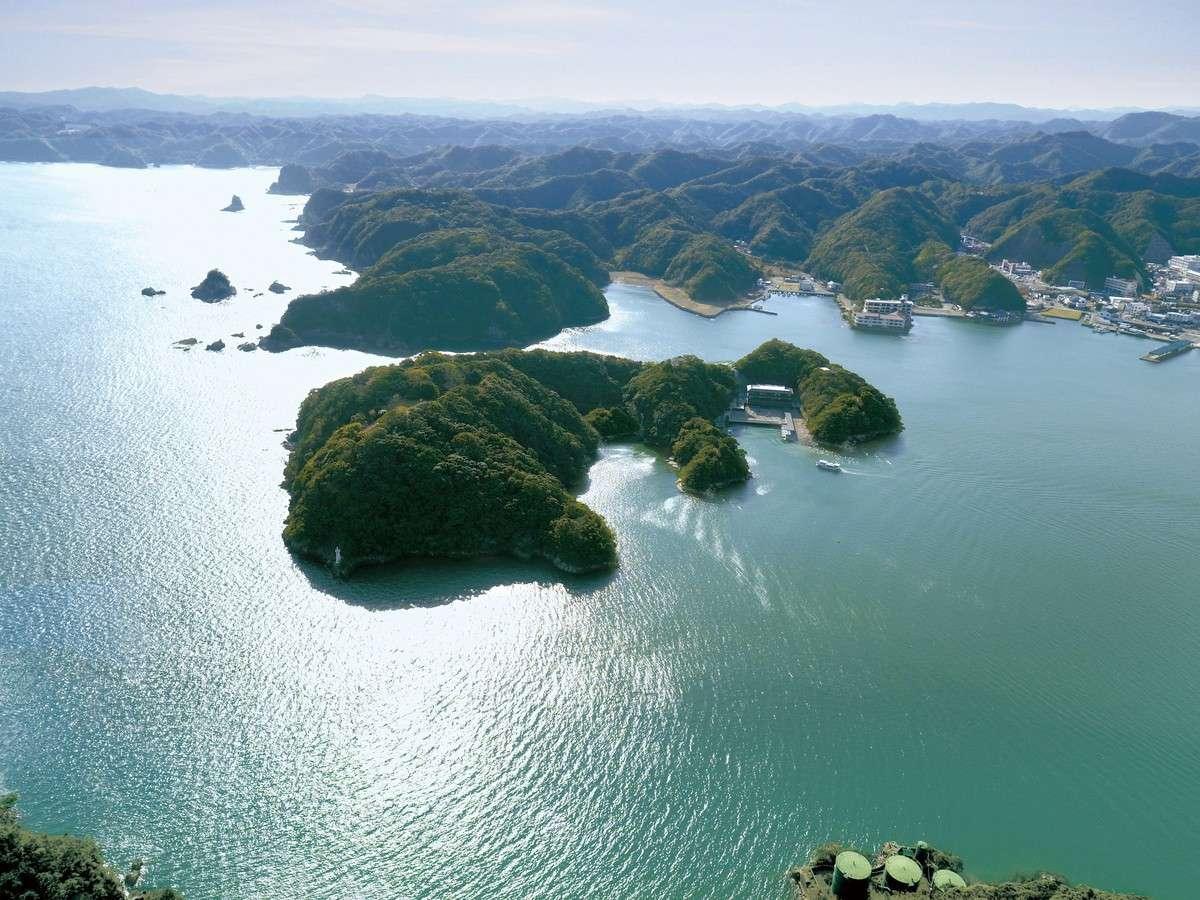 全国でも珍しい「紀の松島に浮かぶ天然温泉宿」。