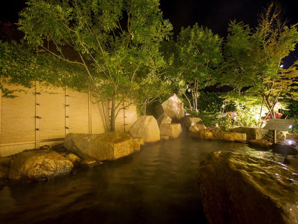 鉄分・マンガンを豊富に含んだ湯で露天風呂も楽しめます。