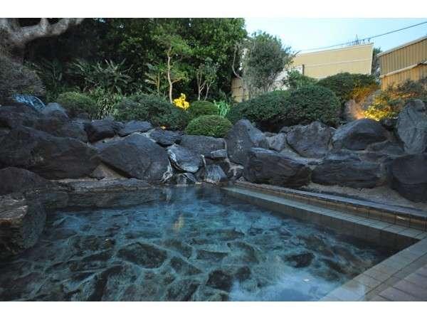 夕景の女性露天風呂