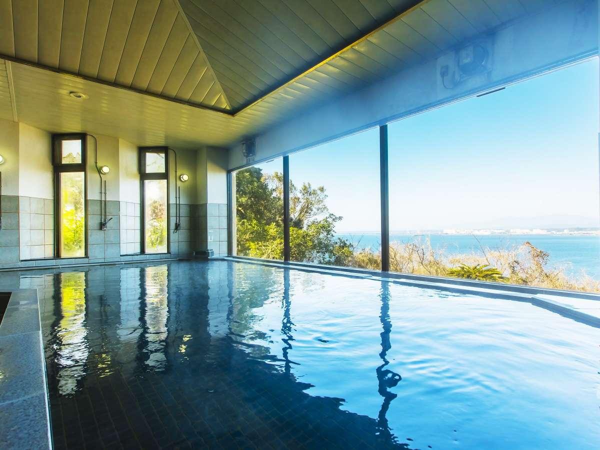 太平洋を一望する展望温泉。「美人の湯」とも言われ地元の方に親しまれています。