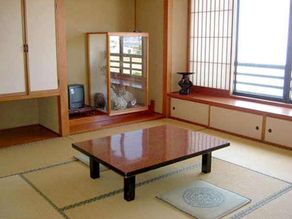 【和室一例】畳に足を伸ばしてのんびりお寛ぎいただけます。