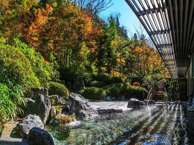 澄んだ空気で清々しい紅葉の露天風呂