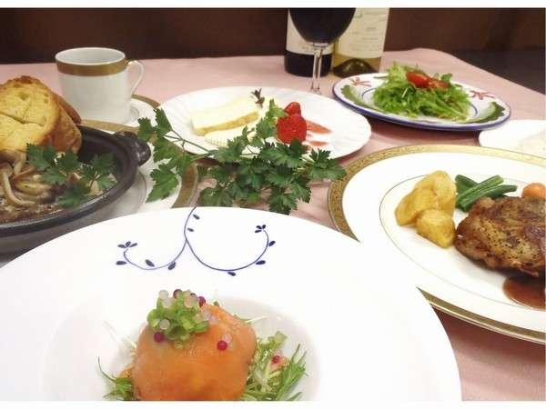ディナーはフランス懐石料理フルコース。信州産ワインも楽しめます。