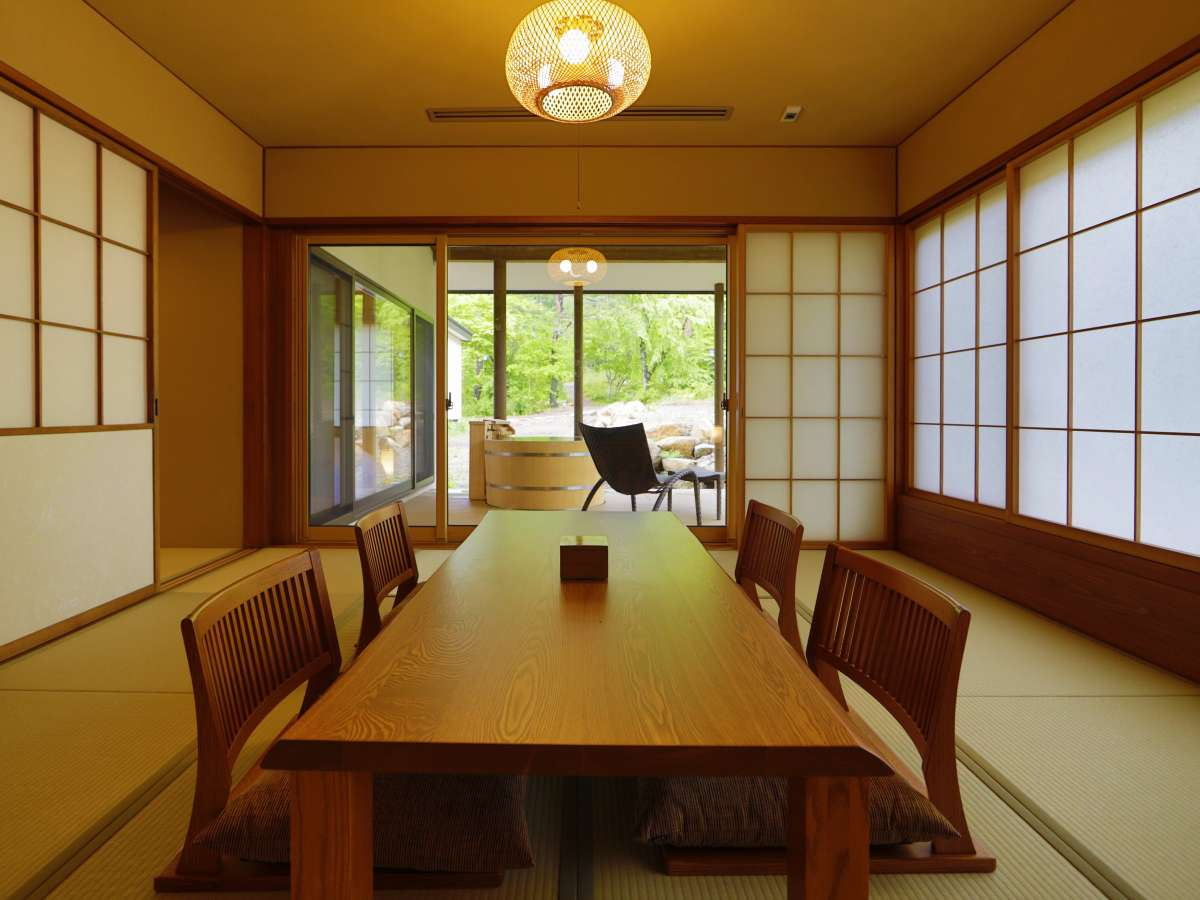 【離れ】「天の坐・カン亭」客室一例。最大6名様までご宿泊可能な天の坐の中でご夫婦やカップルにお薦め