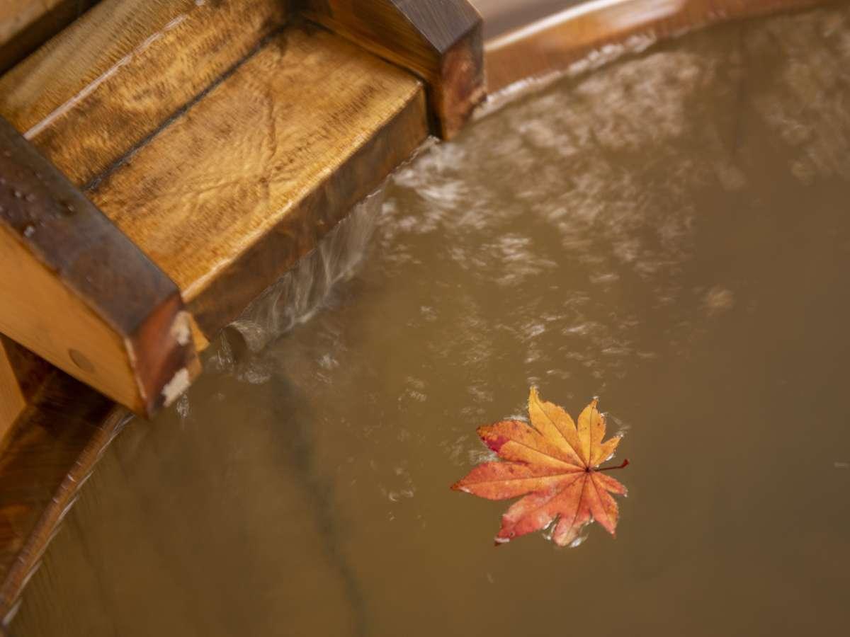 貸切露天風呂(一例)…四季折々の風景をお楽しみくださいませ。