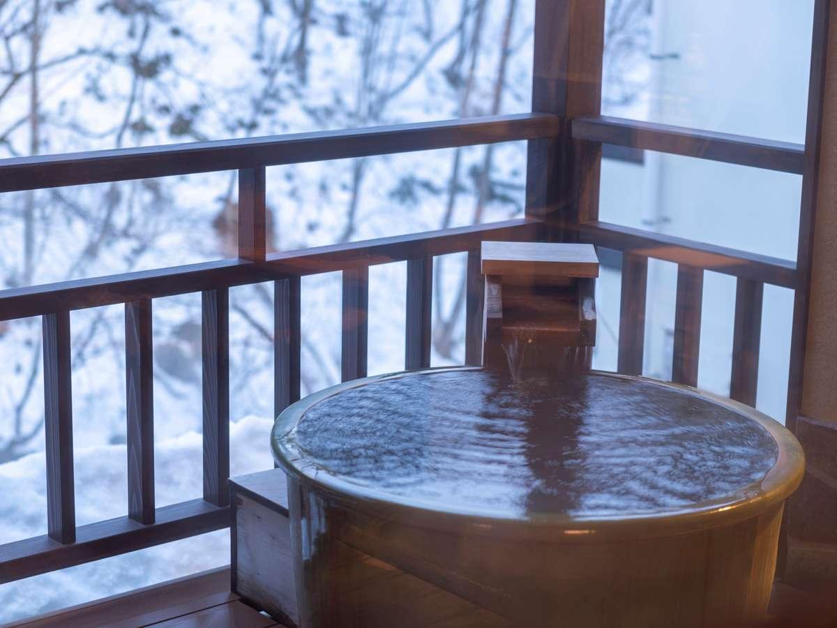 大浴場「山月の湯」の露天風呂より…四季折々の風景をお楽しみくださいませ。
