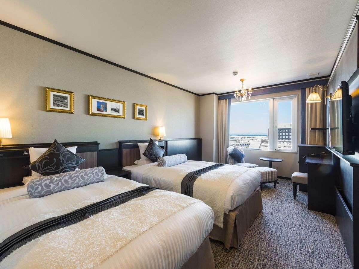 カナルスーペリアツイン【本館・運河側】運河側客室で人気のお部屋!最上階に温泉浴場がございます。