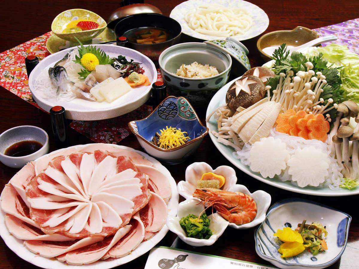 ・昔からの秘伝の味噌を使い、 厳選した猪肉との相性は抜群です!!