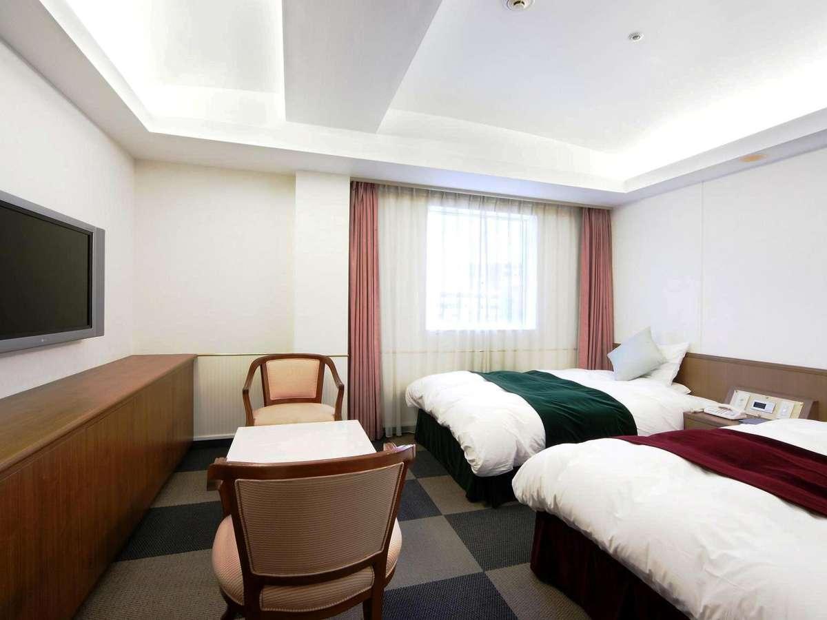 ツインルーム・・・広さ24㎡ ※トリプルの場合は椅子などを排除してシングルベッド追加します。