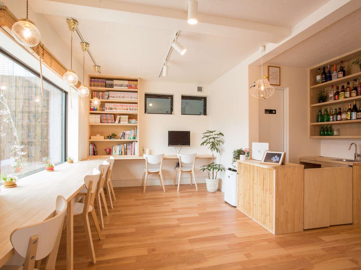 新築ホステルロビー明るい雰囲気でぜひ嵐山の休暇を満喫してください♪