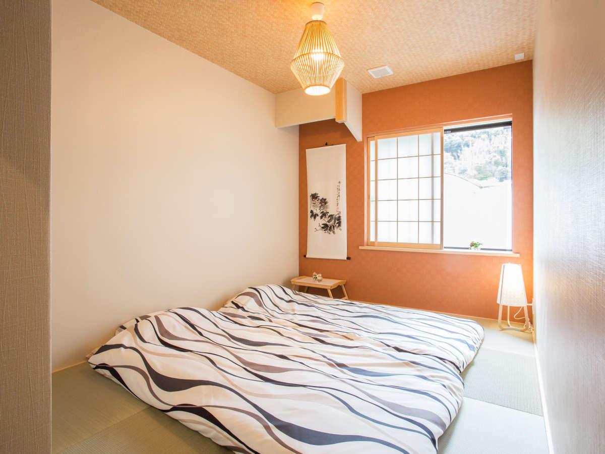 和を込めた明るい和室、1名から3名様まで個室用部屋