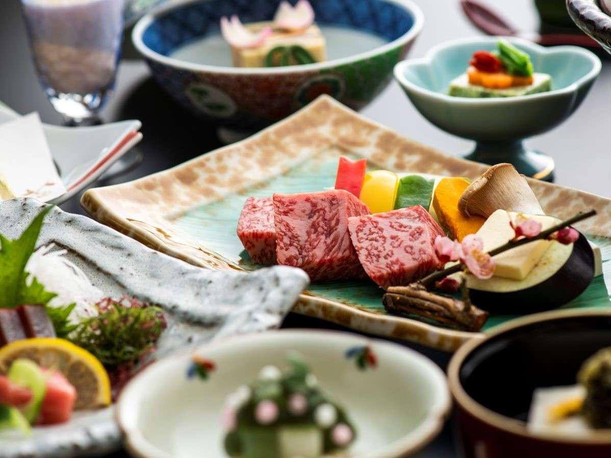 """とろける美味しさの""""佐賀牛""""は陶板焼で♪食材にこだわった春の佐賀牛付会席(写真は3/8~5/31の料理)"""