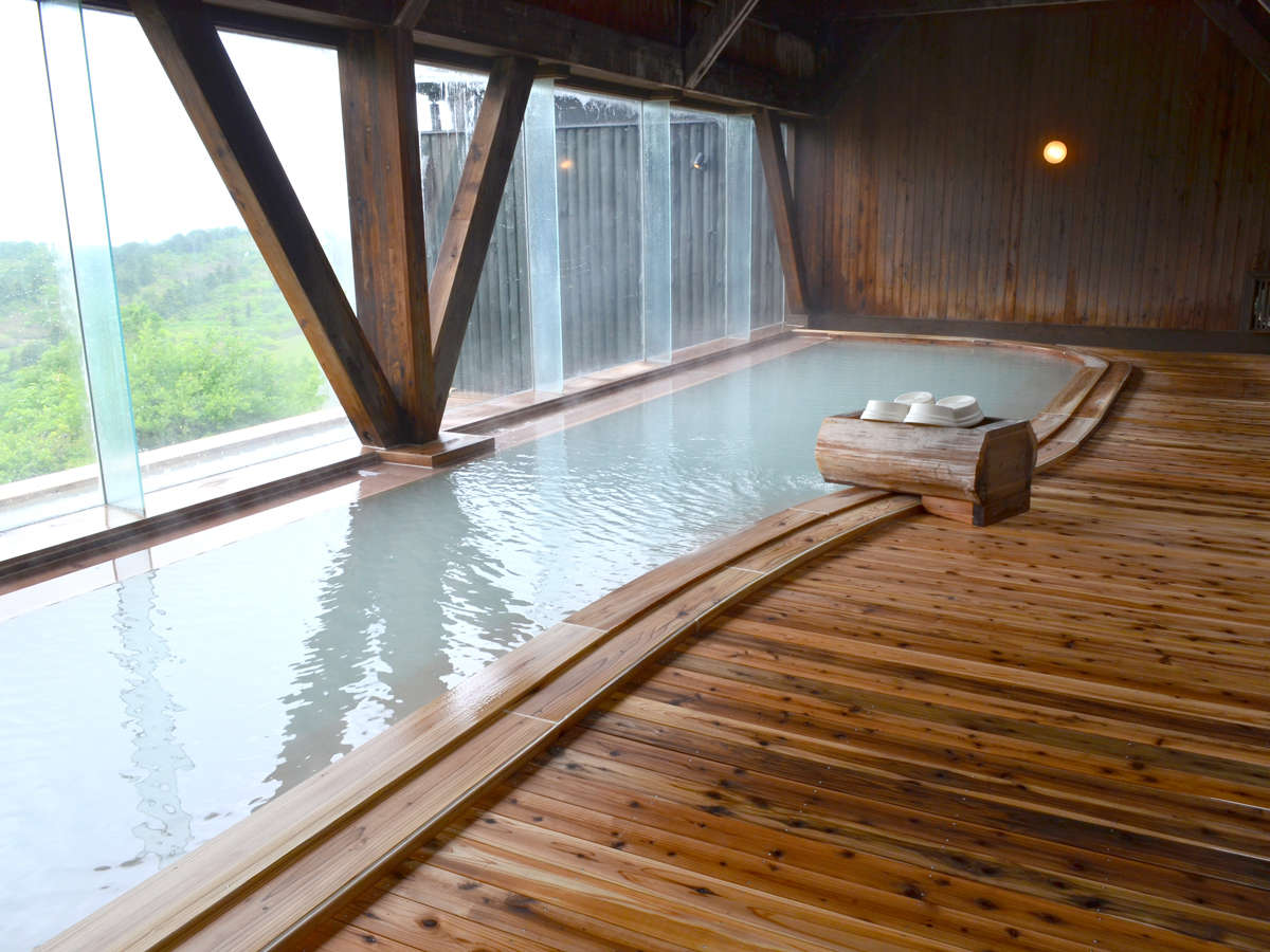 *【大浴場】開放的な空間で、温泉浴を満喫。