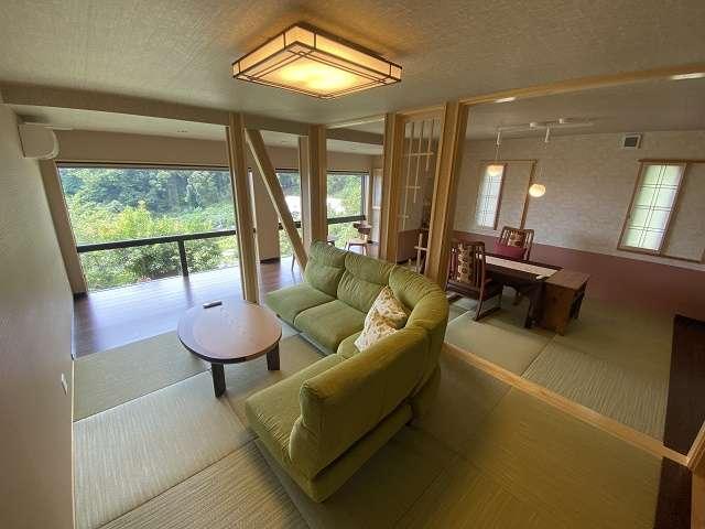 【河津桜1階】1階は20畳の開放的な空間が広がるリビングダイニング。お部屋食となります。