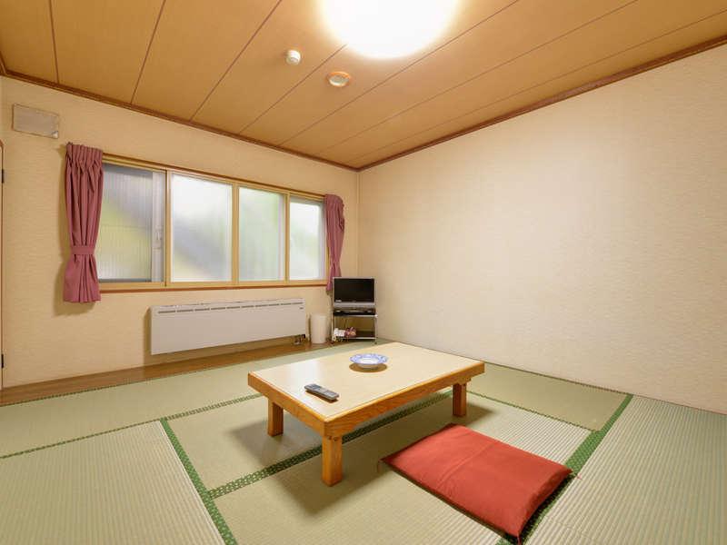 *和室8畳トイレ付き (客室一例)/畳の香りがほのかに薫るお部屋で団欒のひと時をお過ごし下さい。