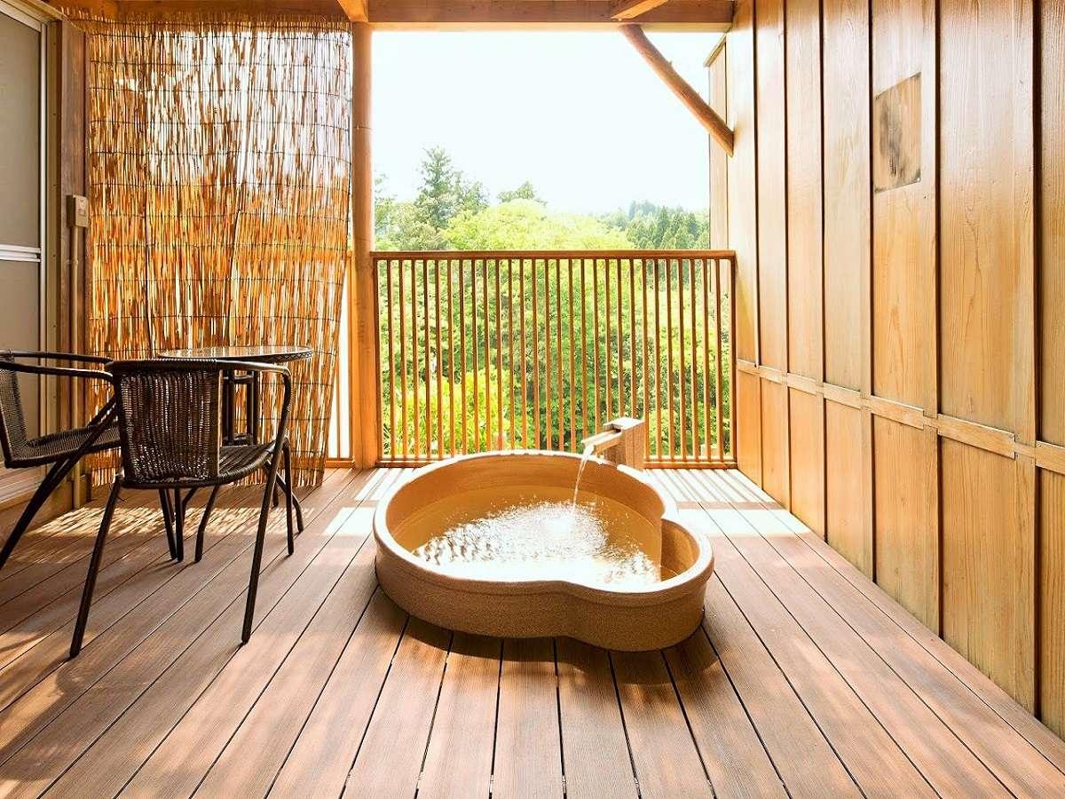 【露天風呂付き客室(307)】解放感たっぷりの307号室の露天風呂