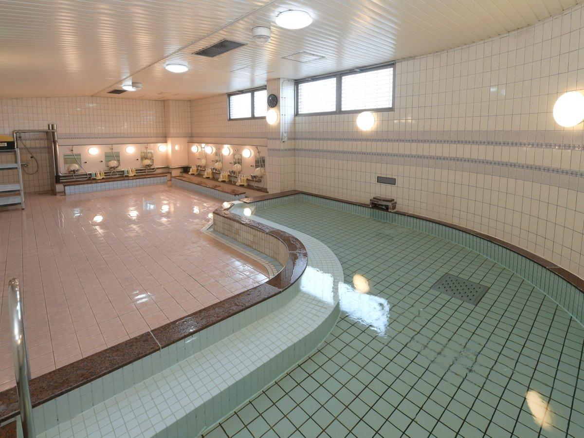 男性大浴場(6:00~24:00まで無料でご利用可能。低温サウナ付き)