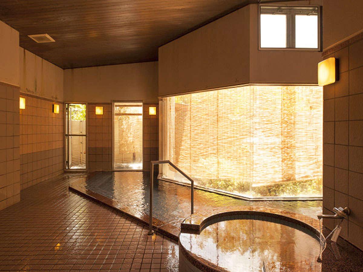 【大浴場】ぬるぬるとした触感が特徴のアルカリ性天然温泉です