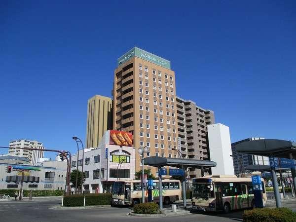 JR弘前駅、バス乗り場の真正面。バイキング朝食無料、男女別大浴場、立体駐車場完備!
