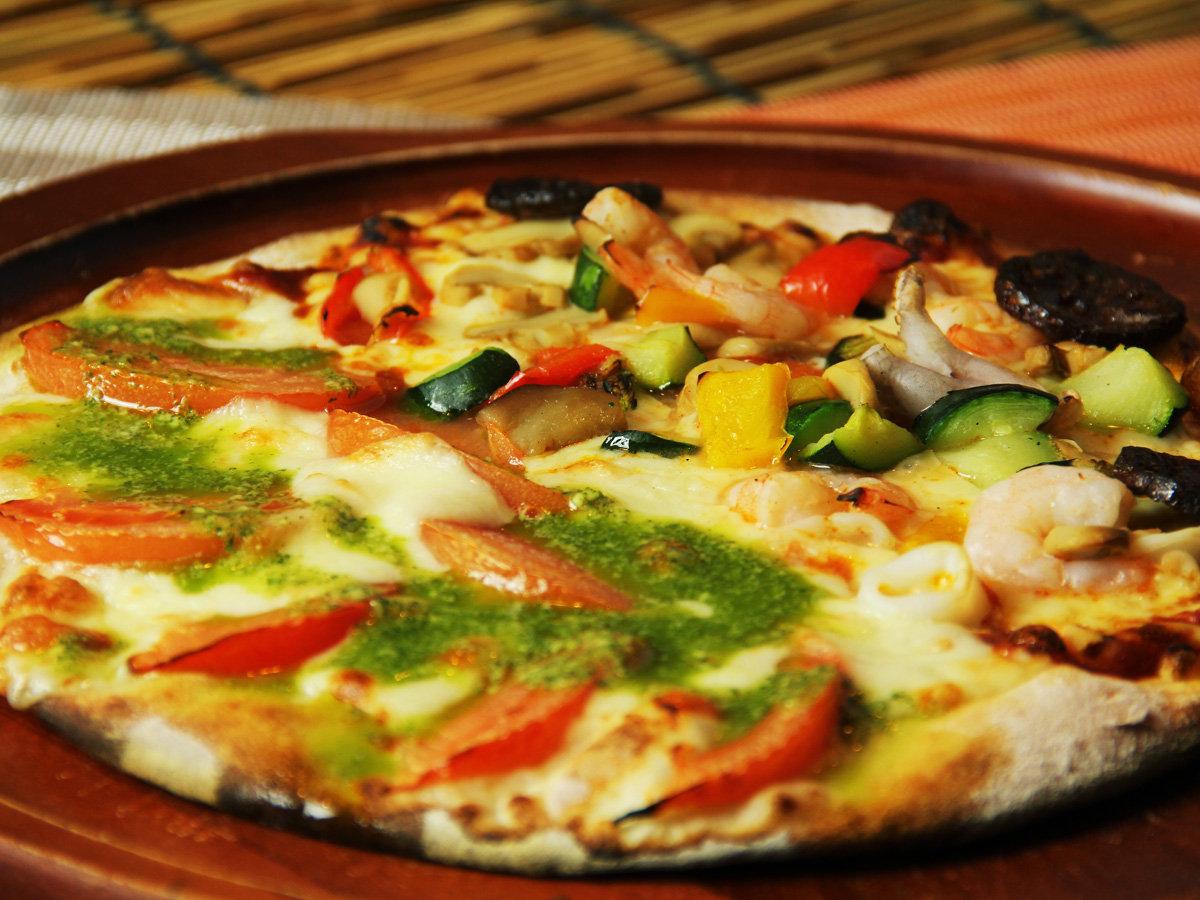 シェフ特製pizzaはハーフ&ハーフもできちゃいます♪