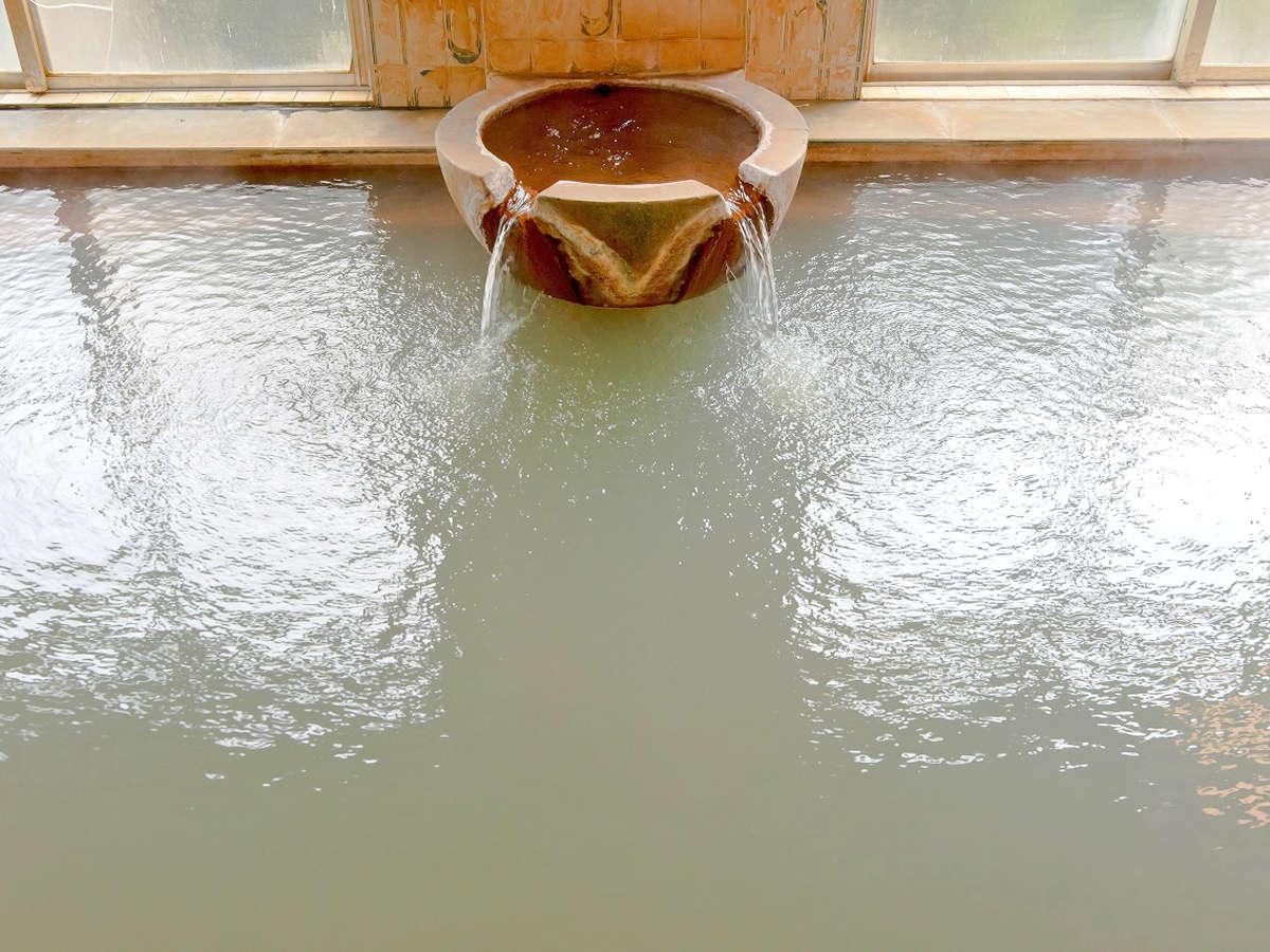【大浴場】湯治湯として親しまれてきた妙見温泉。たっぷりの湯量を贅沢な掛け流しでご堪能ください!