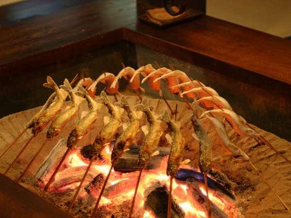 「川魚の塩焼き」は囲炉裏でじんわりじっくりと炙ってからご用意します♪