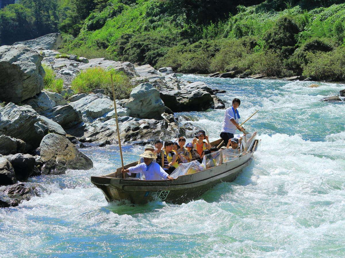 長瀞観光の定番①『長瀞ラインくだり』徒歩2分★荒川を下る舟のアトラクション。急流や自然美を楽しむ♪