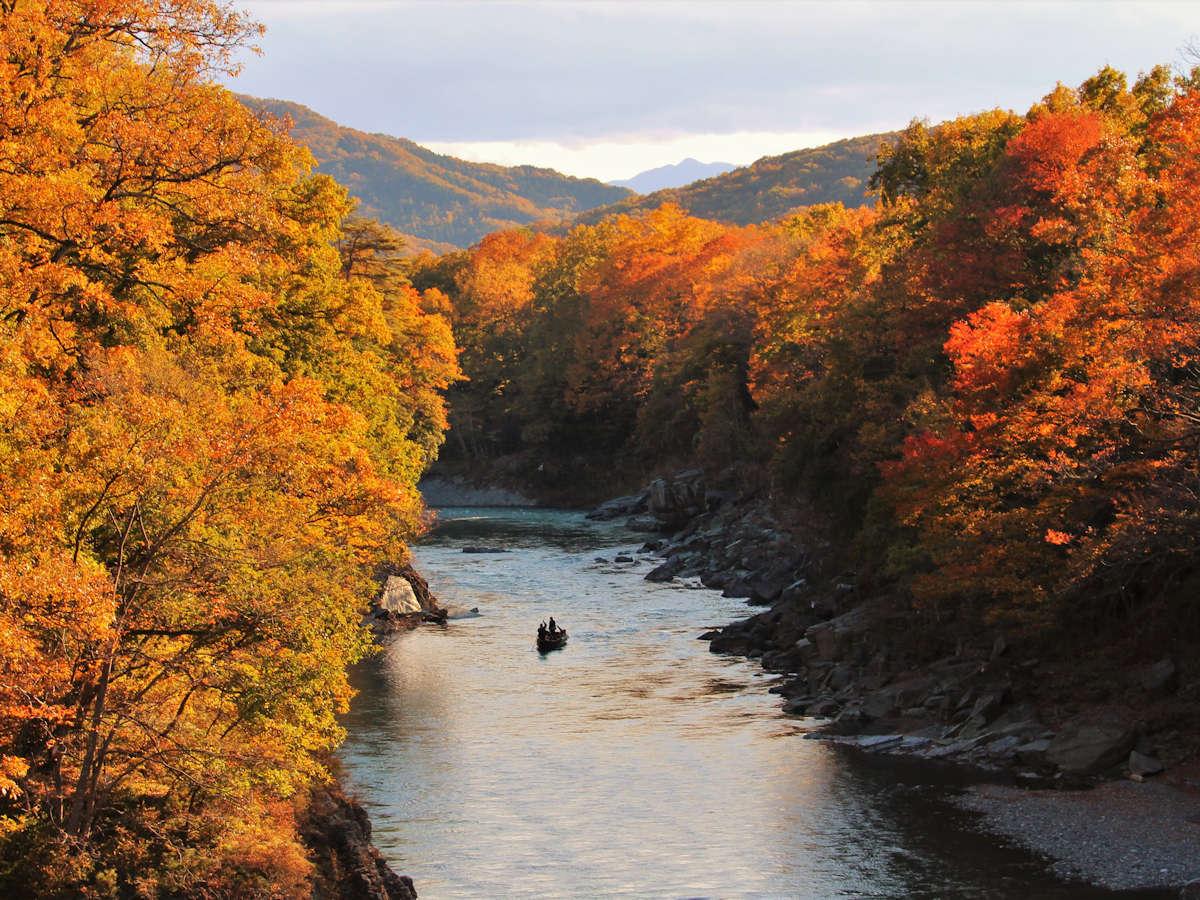 【11月は長瀞紅葉まつり♪】徒歩15分・金石水管橋、夕日に照らされます。