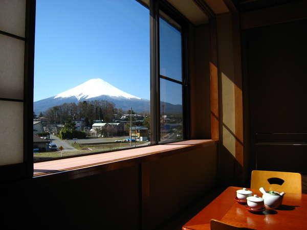 客室に居ながら富士山の眺めを満喫。