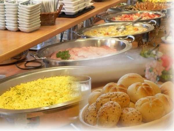 無料のバイキング朝食にはヨーロッパ直輸入4種の無添加パンが召し上がれます
