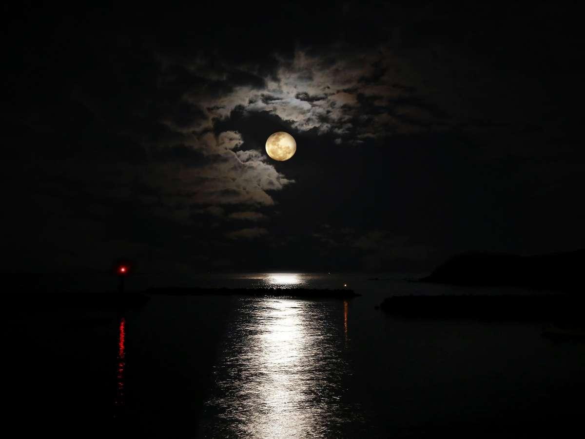 月姫- かぐや - 部屋から見る、ムーンリバー