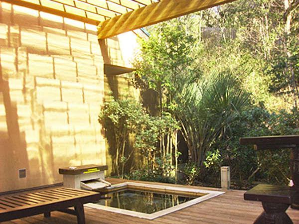 *雨の日でも♪露天風呂に屋根を設置いたしました。