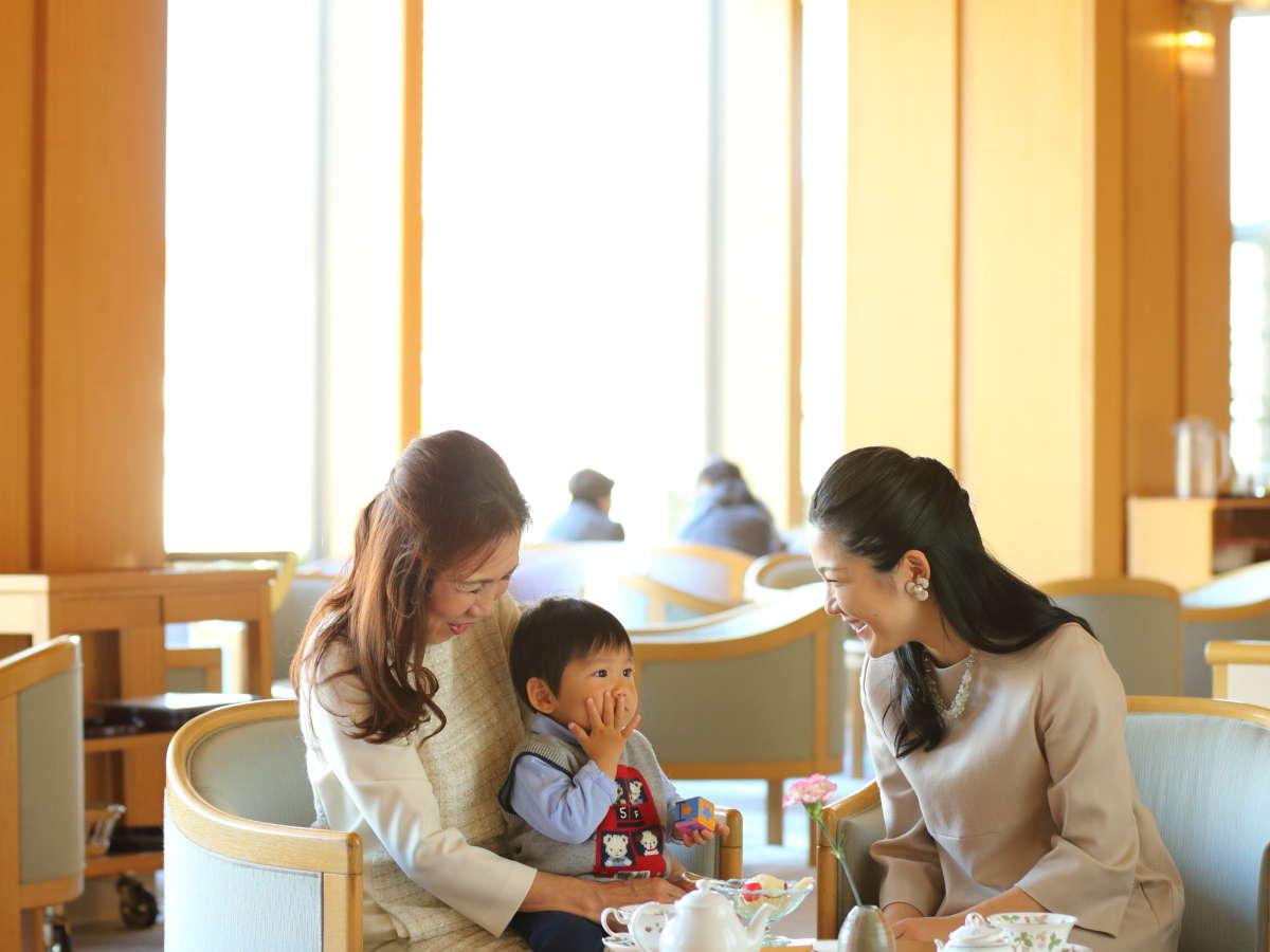 親子3世代ロビー喫茶イメージ