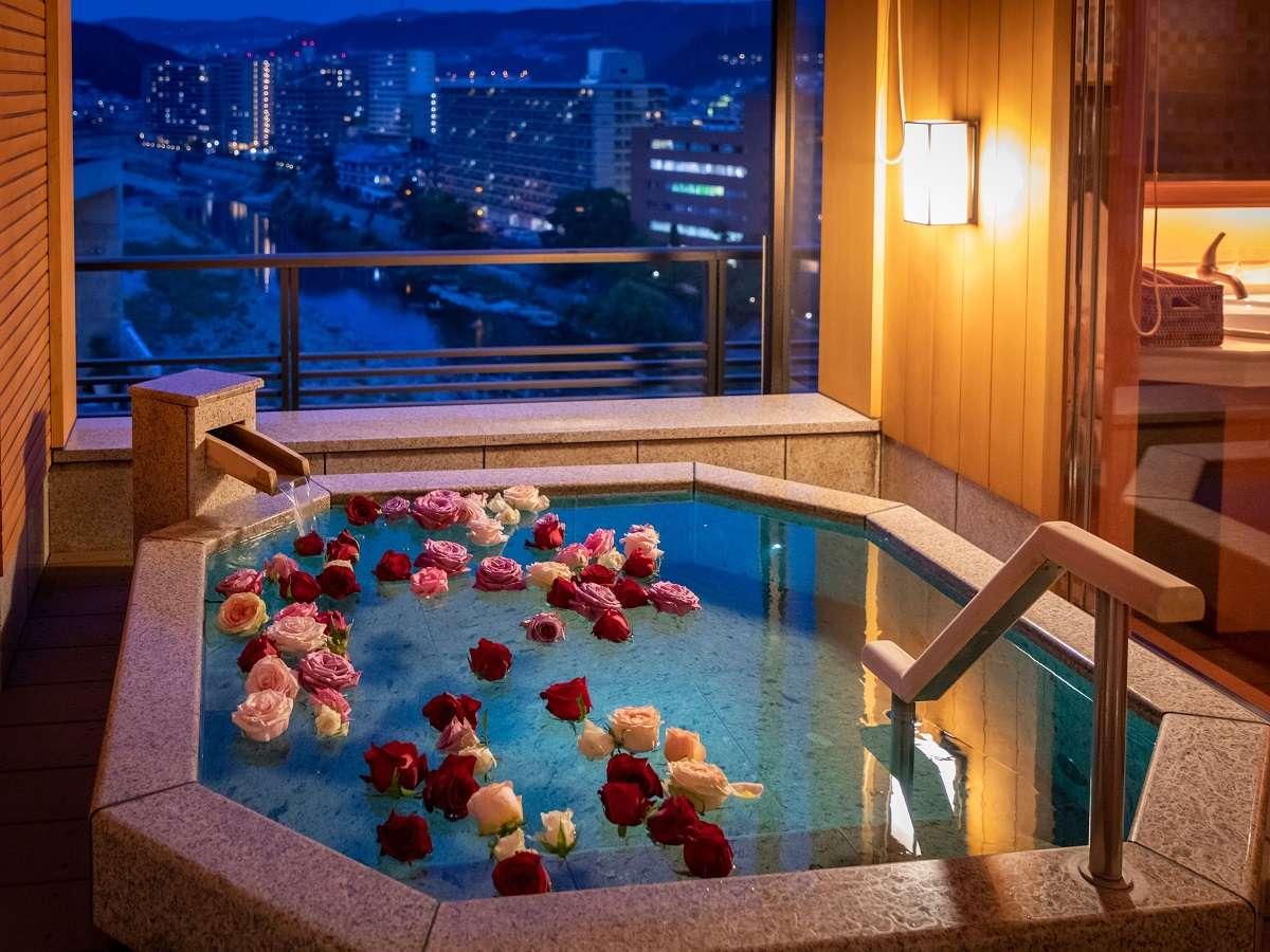 露天風呂付客室「福寿」12.5畳(ベッド付)でバラ風呂(オプション)