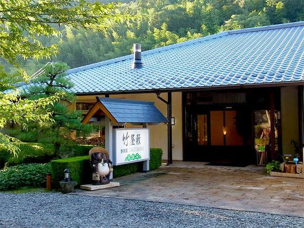 【外観】当館は香川県で唯一の数寄屋造りの平屋建ての純和風旅館です。