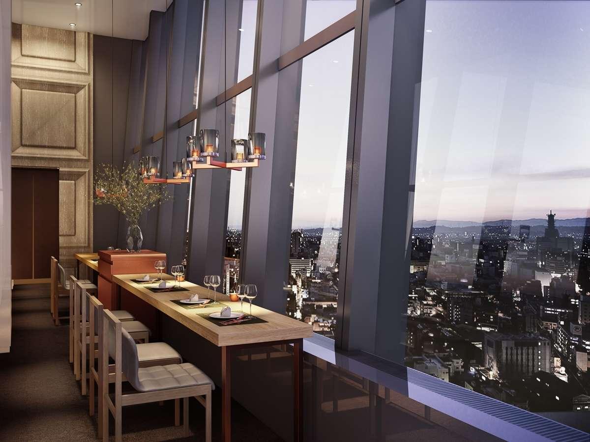夕方の最上階レストランの1名様席