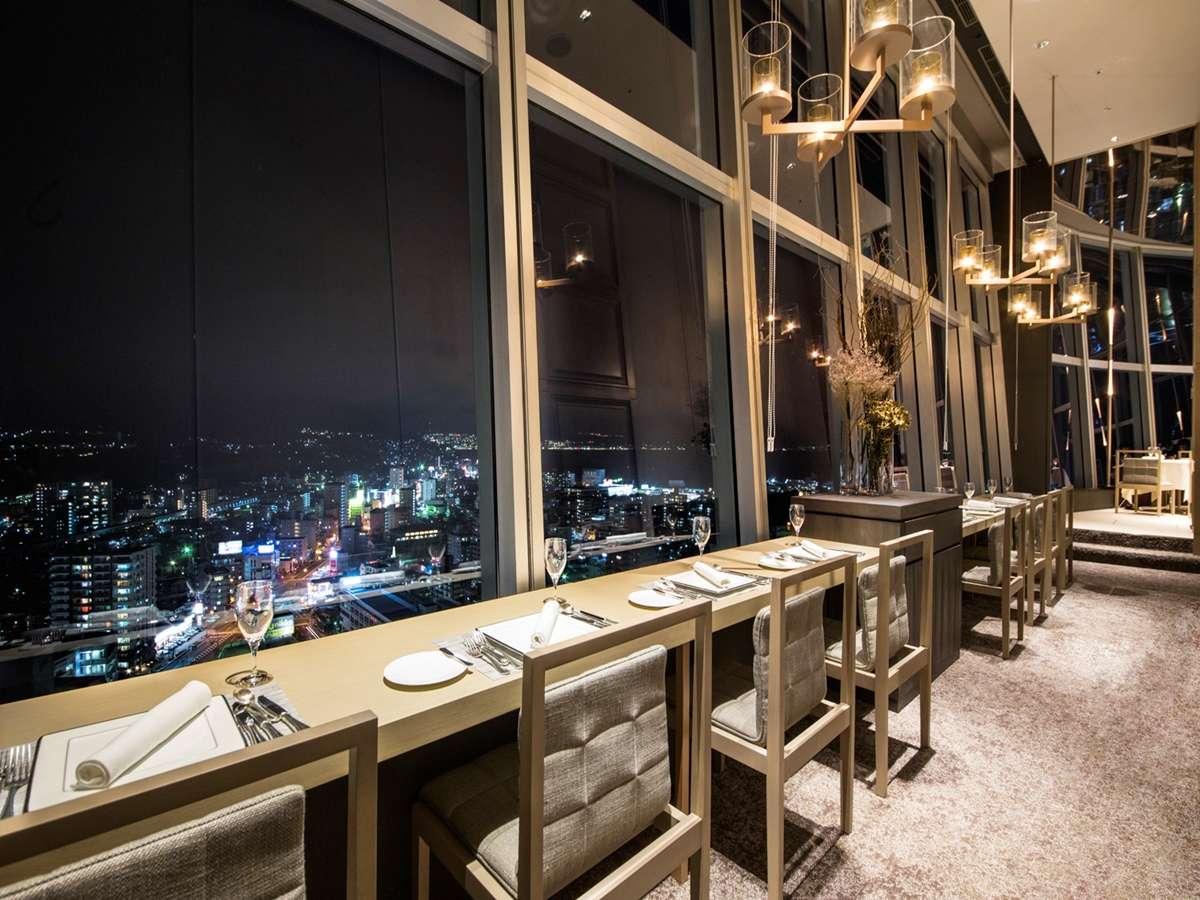 フレンチレストラン-目に映る景色は別府側の景色。ちょっぴり隠れ家的なスポットです。