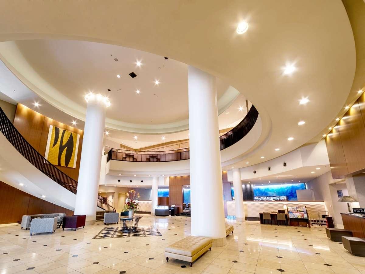 ロビー風景-開放的な吹抜が特徴のロビーです。場所は1階にございます。